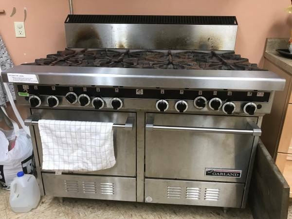 Garland Range 8 Burner Double Oven – was Church owned!